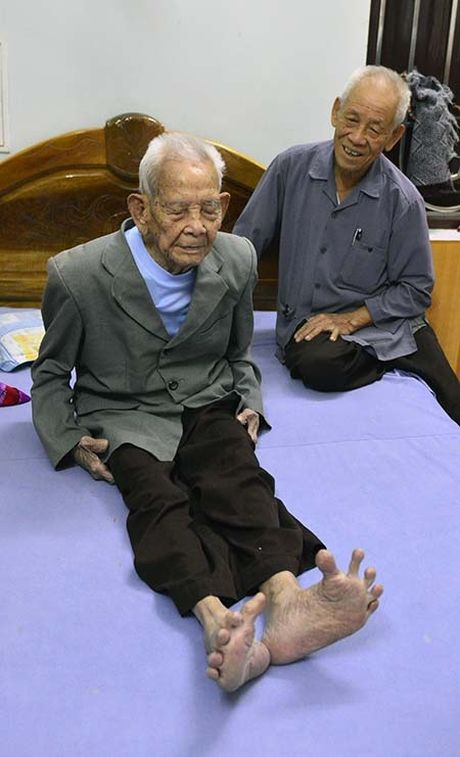 Bac Ninh: Cu ong 105 tuoi co ban chan ky la - Anh 2