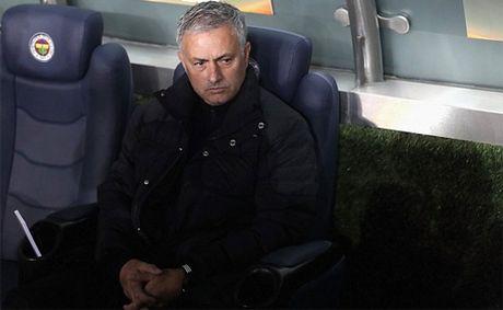 Mourinho: 'Man Utd thi dau nhu mot tran giao huu mua he' - Anh 1