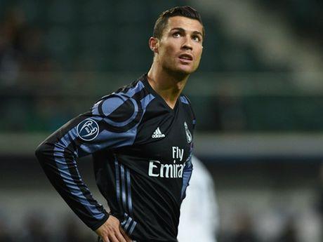 Ronaldo dang me tien hon ban thang? - Anh 1