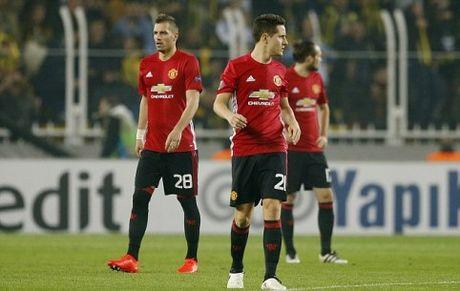 Sau 16 tran, Mourinho thiet lap ky luc te hon ca Moyes, Van Gaal - Anh 1