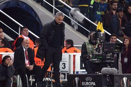 Jose Mourinho dang gap tham hoa o Man United - Anh 1