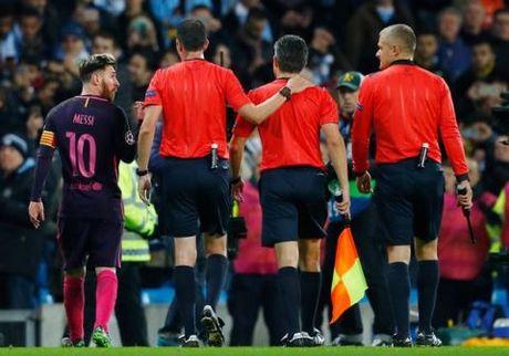 Messi gay go o tran gap Man City: UEFA da co ket luan - Anh 2