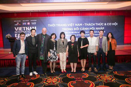 Doanh nhan Viet Nam hoi ngo tai Vietnam International Fashion Week Thu Dong - Anh 1