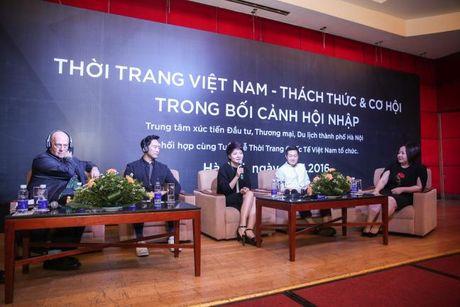Doanh nhan Viet Nam hoi ngo tai Vietnam International Fashion Week Thu Dong - Anh 4
