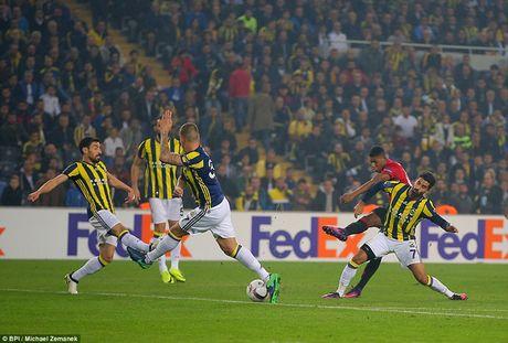 Cham diem Fenerbahce 2-1 MU: 'Dem kinh hoang' cua Ibrahimovic - Anh 12