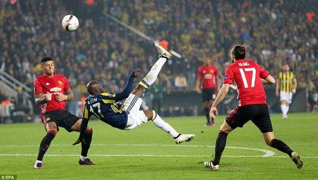 Cham diem Fenerbahce 2-1 MU: 'Dem kinh hoang' cua Ibrahimovic - Anh 5