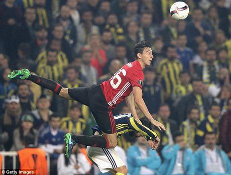 Cham diem Fenerbahce 2-1 MU: 'Dem kinh hoang' cua Ibrahimovic - Anh 6