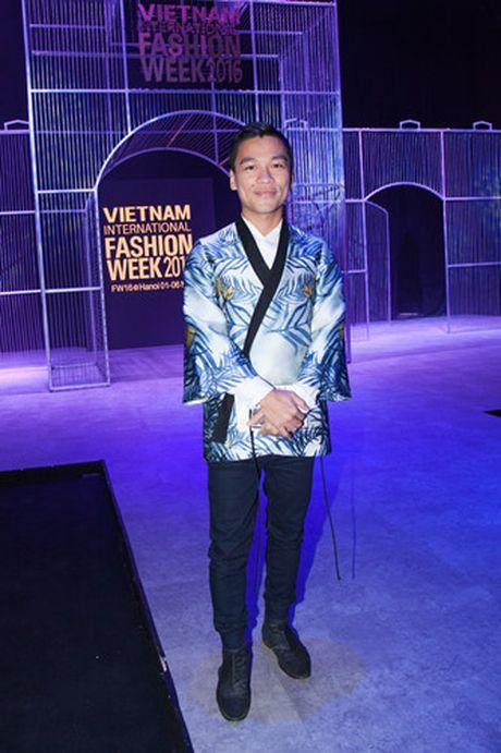Hoa hau My Linh quang khan dinh long ga di xem trinh dien thoi trang - Anh 9