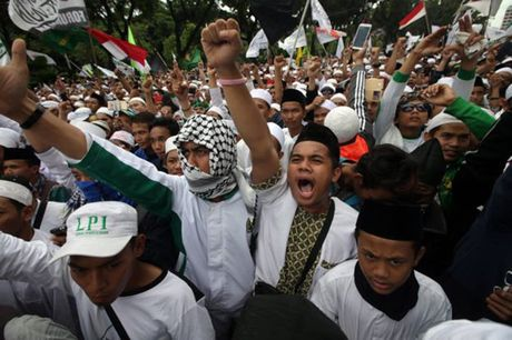 Hinh anh bieu tinh co the dan den nguy co bao loan o Jakarta - Anh 3