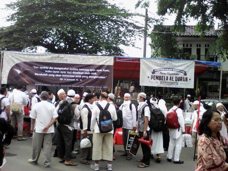 Hinh anh bieu tinh co the dan den nguy co bao loan o Jakarta - Anh 4