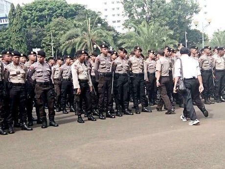 Hinh anh bieu tinh co the dan den nguy co bao loan o Jakarta - Anh 6