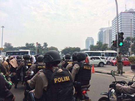 Hinh anh bieu tinh co the dan den nguy co bao loan o Jakarta - Anh 8