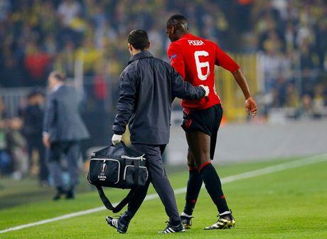 Chum anh: Mourinho nhu 'nguoi vo hon' sau tham bai truoc Fenerbahce - Anh 9