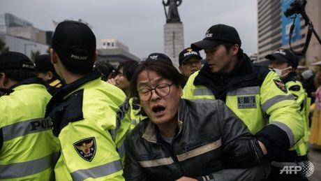 Nguoi dan Han Quoc bieu tinh ram ro phan doi tong thong Park Geun-hye - Anh 1