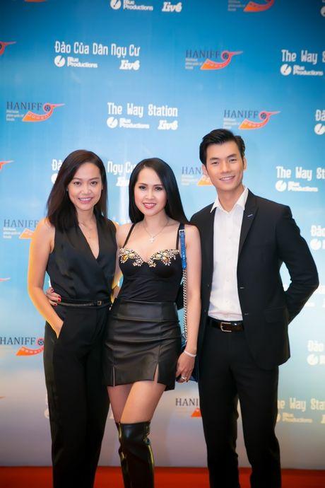 Minh Thu 'Gai nhay' qua goi cam ben Hong Anh - Anh 2