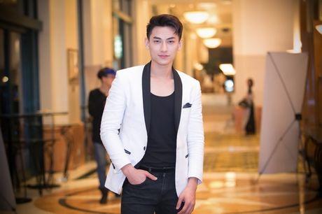Minh Thu 'Gai nhay' qua goi cam ben Hong Anh - Anh 4