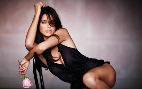 Adriana Lima - Mau noi y yeu say dam Inter Milan - Anh 4