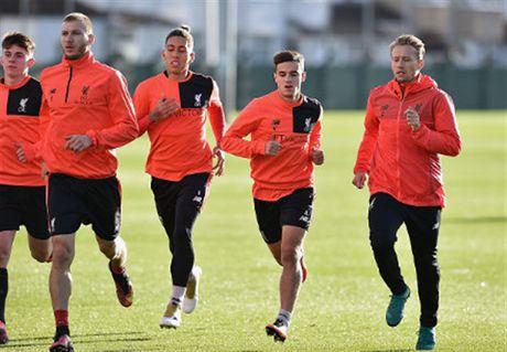 Mac tin don ra di, Coutinho van hang hai tap luyen cung Liverpool - Anh 2