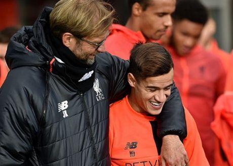 Mac tin don ra di, Coutinho van hang hai tap luyen cung Liverpool - Anh 3