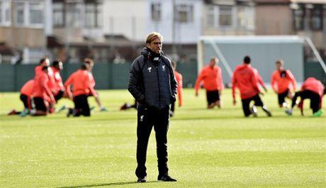 Mac tin don ra di, Coutinho van hang hai tap luyen cung Liverpool - Anh 7
