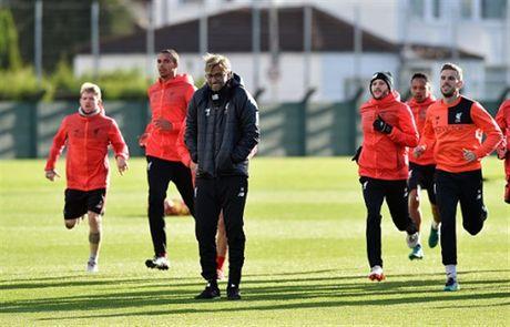 Mac tin don ra di, Coutinho van hang hai tap luyen cung Liverpool - Anh 8