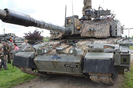 Nang cap xe tang Challenger 2, nguoi Anh biet so T-14 Armata - Anh 3