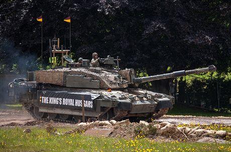 Nang cap xe tang Challenger 2, nguoi Anh biet so T-14 Armata - Anh 4