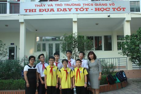 6 hoc sinh THCS Giang Vo (Ha Noi) gianh huy chuong thi toan quoc te - Anh 1