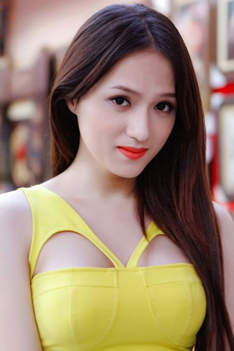 Ca si Huong Giang Idol to tinh voi 'hot boy' doi U.19 Viet Nam Trong Dai - Anh 2