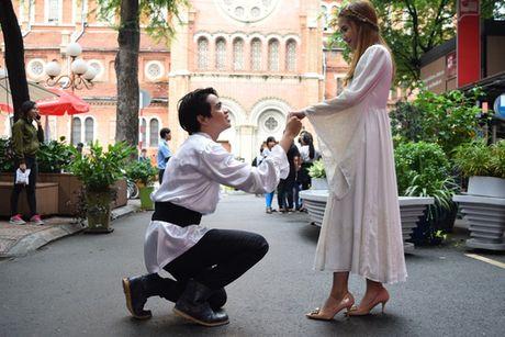 Romeo va Juliet hon nhau tren duong sach - Anh 6