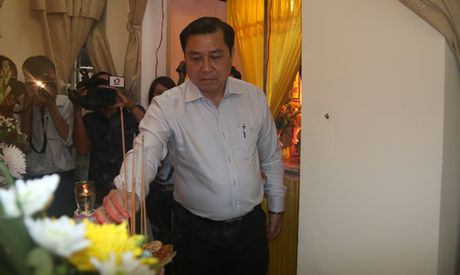 Truong Phong CSGT Da Nang roi nuoc mat tien biet 'dong nghiep nhi' - Anh 2