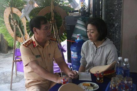Truong Phong CSGT Da Nang roi nuoc mat tien biet 'dong nghiep nhi' - Anh 4