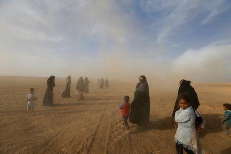 Chien su Mosul: Nguoi dan dung giua su song, cai chet - Anh 1