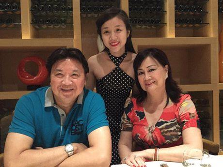 Nhan sac xinh dep va gia the 'khung' cua ban gai con nuoi Hoai Linh - Anh 2