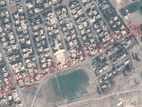 Lo anh ve tinh phong tuyen cua IS o Mosul - Anh 2