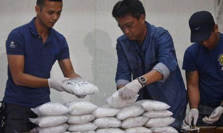 Thi truong Philippines nghi buon ma tuy bi ban chet trong tu - Anh 1