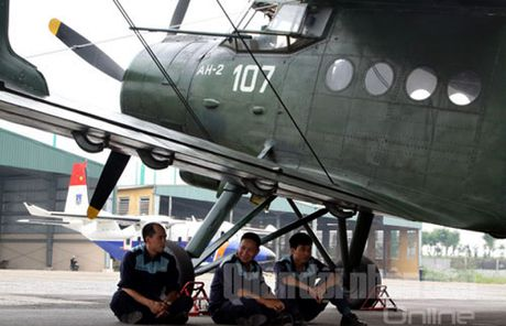 Nga phu nhan tin nang cap may bay An-2 cua Viet Nam - Anh 1