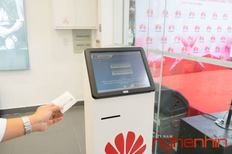 Huawei khai truong trung tam dich vu khach hang dau tien tai Viet Nam - Anh 6