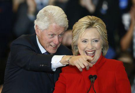 FBI 'tha bom' bau cu tong thong My, ba Clinton van giu cua tren - Anh 2