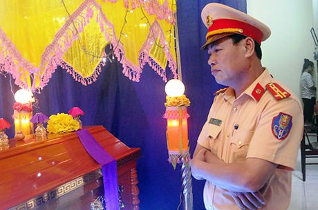 Benh nhi uoc mo lam canh sat truyen cam hung cho cong dong - Anh 1
