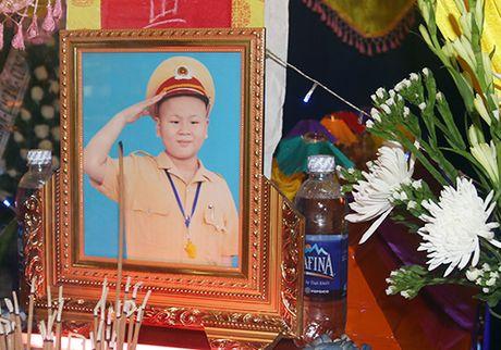 Benh nhi uoc mo lam canh sat truyen cam hung cho cong dong - Anh 2