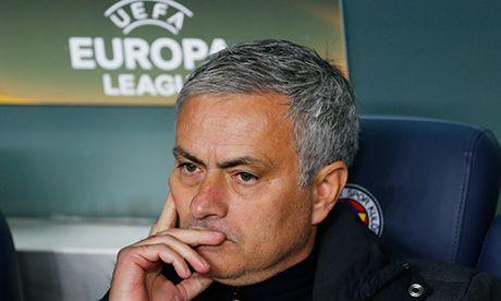 Mourinho te hon Moyes va Van Gaal qua 16 tran dau nam Man Utd - Anh 1