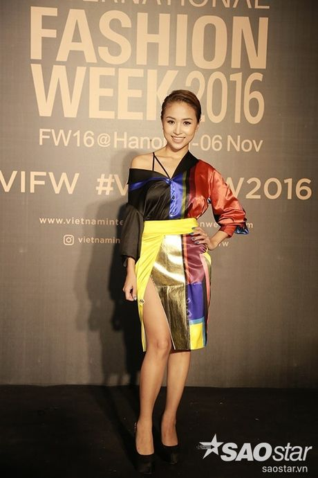 Phi Phuong Anh sieu ngau mo man BST cua NTK Claret Giang Le tai VIFW - Anh 16