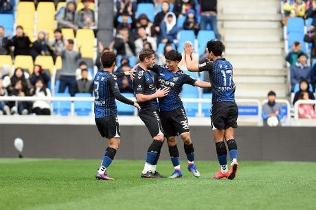 Incheon tru hang, Xuan Truong yen tam thi dau tai AFF Cup - Anh 2