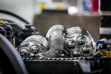 Do Maserati MC12 1,8 trieu USD thanh sieu xe duong pho - Anh 6