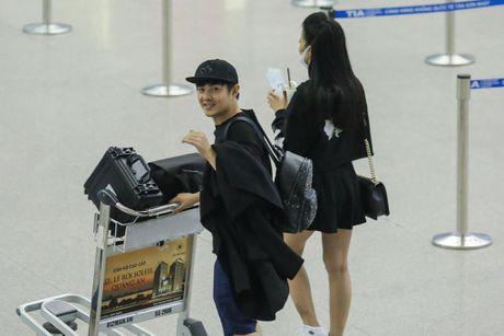 Dong Nhi va ban trai gian di tai san bay khi sang du MTV EMA - Anh 6