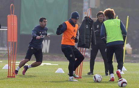 Mourinho noi ve co hoi ra san cua Schweinsteiger - Anh 1