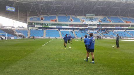 Incheon 0-0 Suwon (H1): Doi cua Xuan Truong choi mau lua - Anh 3