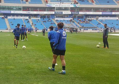 Incheon 0-0 Suwon (H1): Doi cua Xuan Truong choi mau lua - Anh 4