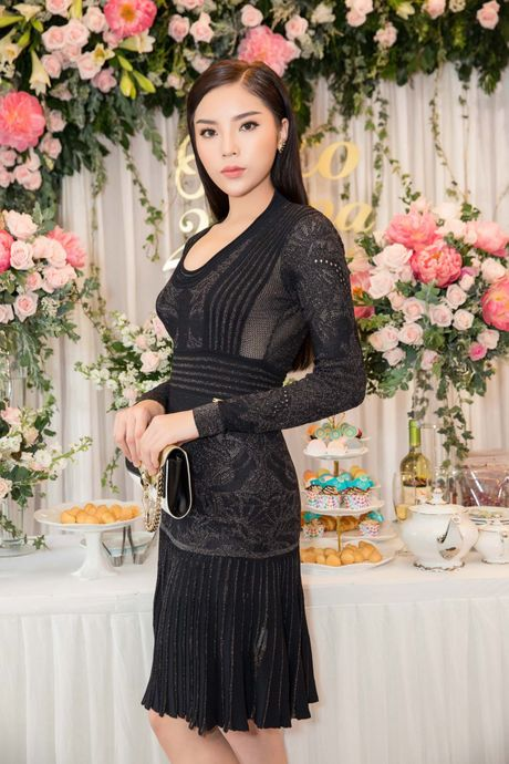 Hoa hau Ky Duyen, Toc Tien do dang o su kien - Anh 2